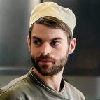 Актер Кирилл Ковбас в одежде повара